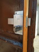 montaż zamka do bramy garażowej Śląsk