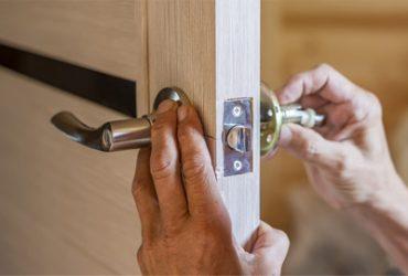 Montaż zamków w drzwiach