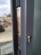 montaż zamka wpuszczanego drzwi aluminiowe