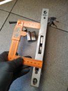 montaż dodatkowego zamka wpuszczanego w drzwiach aluminiowych